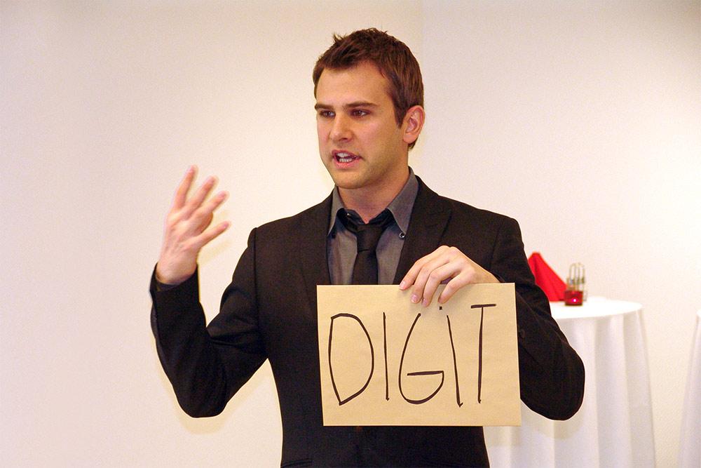 Danny Blue a Digit új irodájának avatóján (2009)