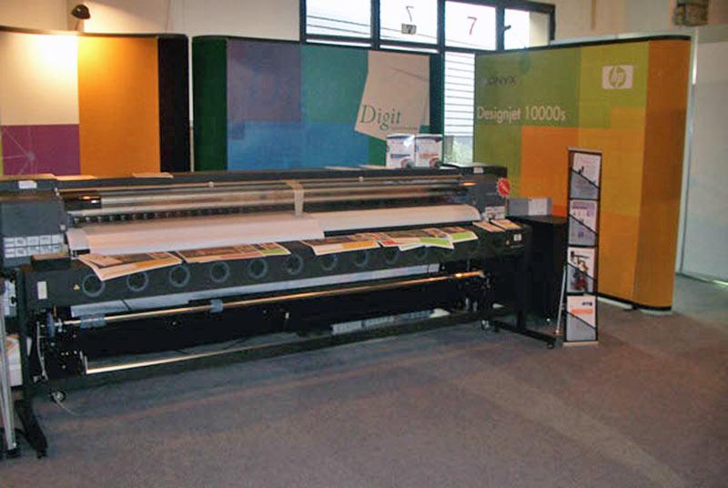 Nagyformátumú nyomtatók, pop-up falak, nyomathordozók a Printexpon (2006)